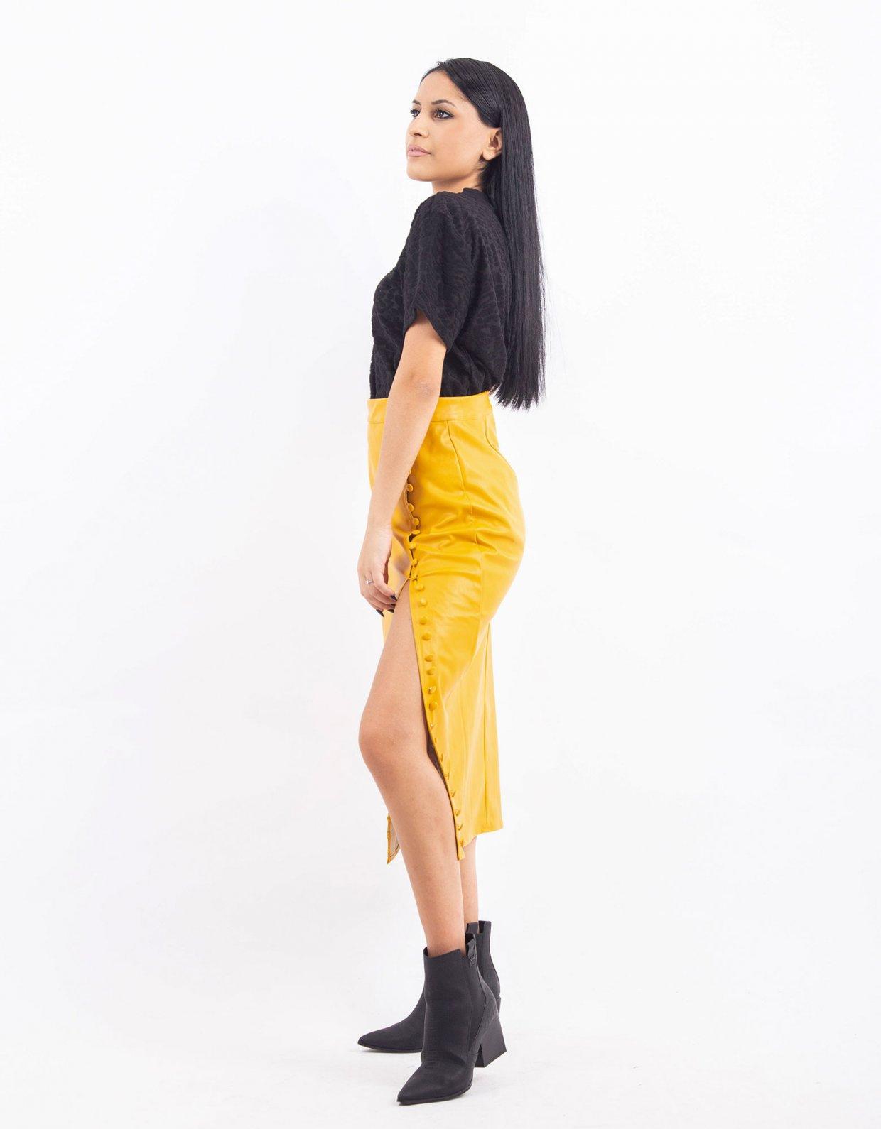 Kendall + Kylie Black velvet t-shirt