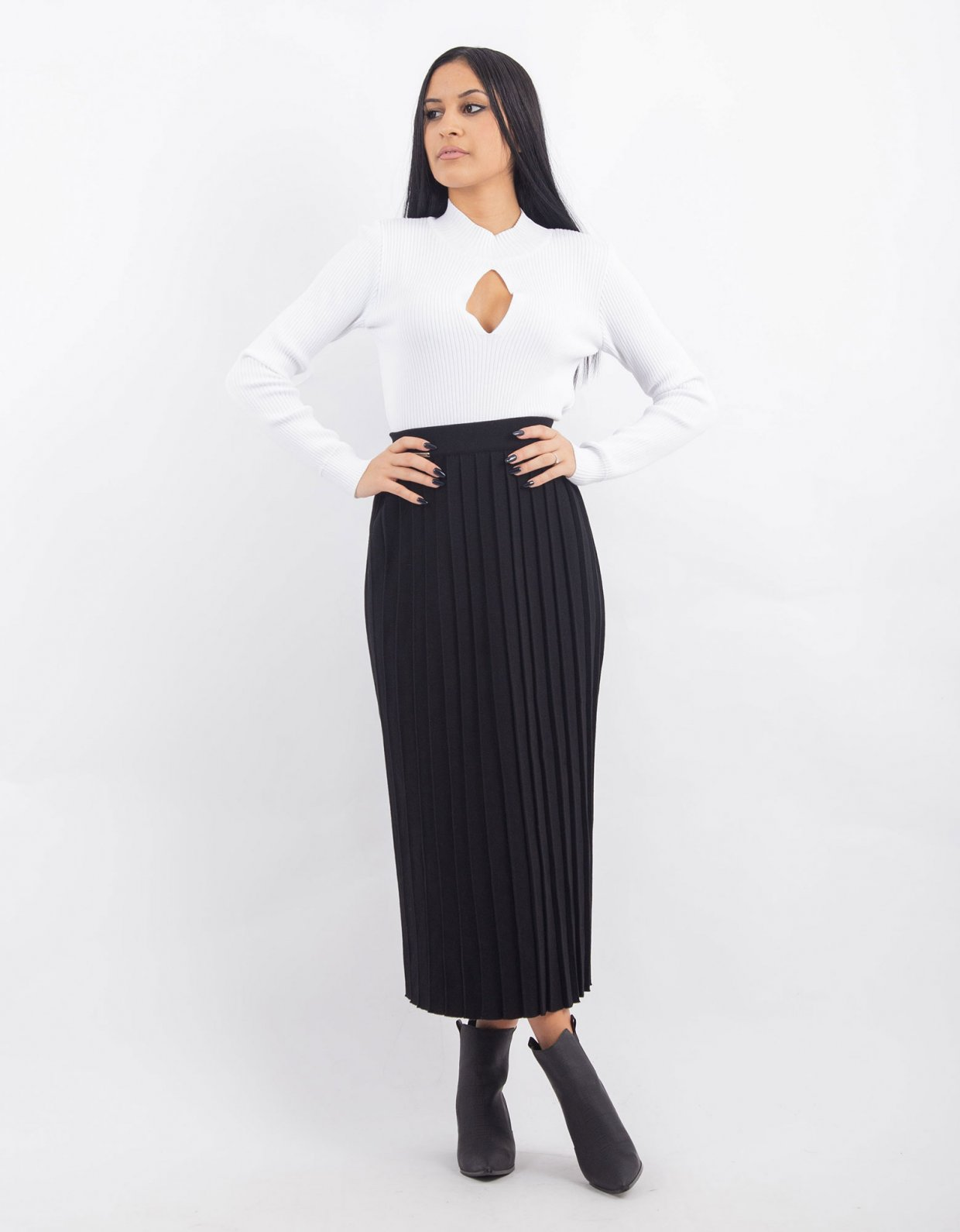 Combos Knitwear Combos W38 – Black pleated skirt