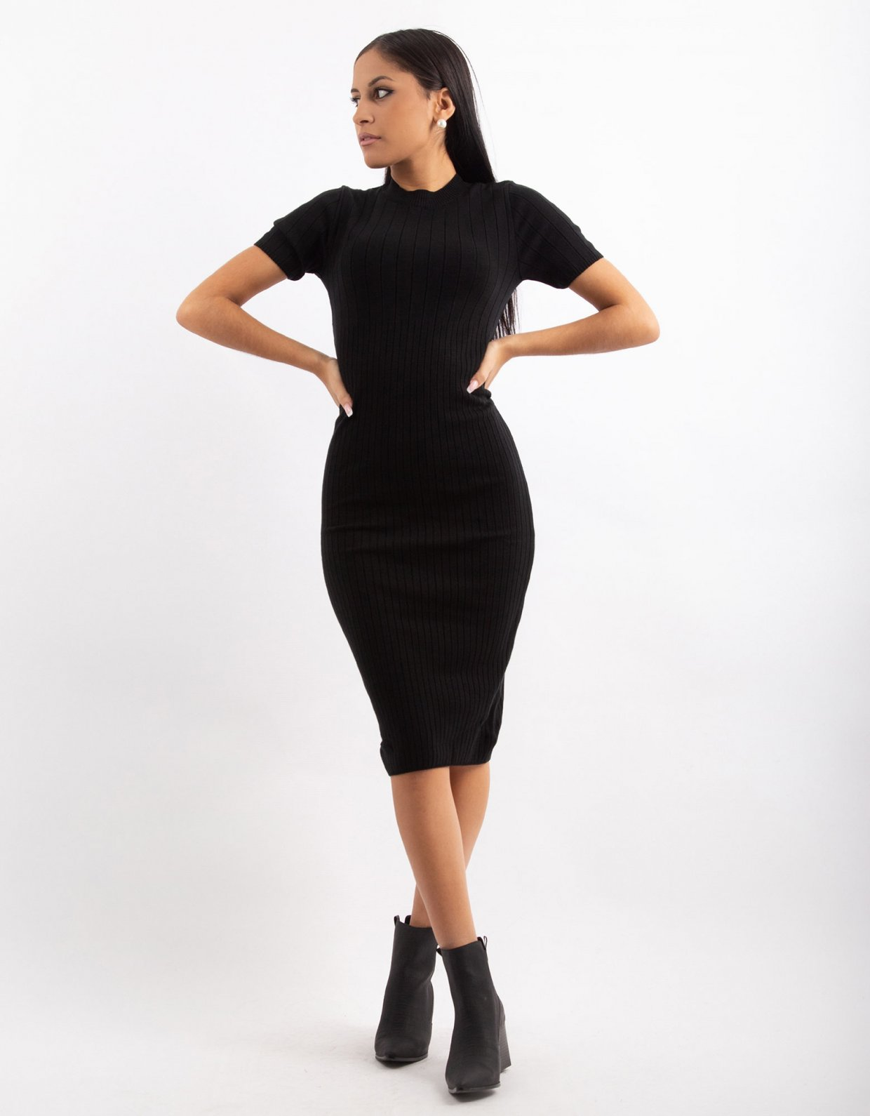 Combos Knitwear Combos W18 – Black round-neck midi dress