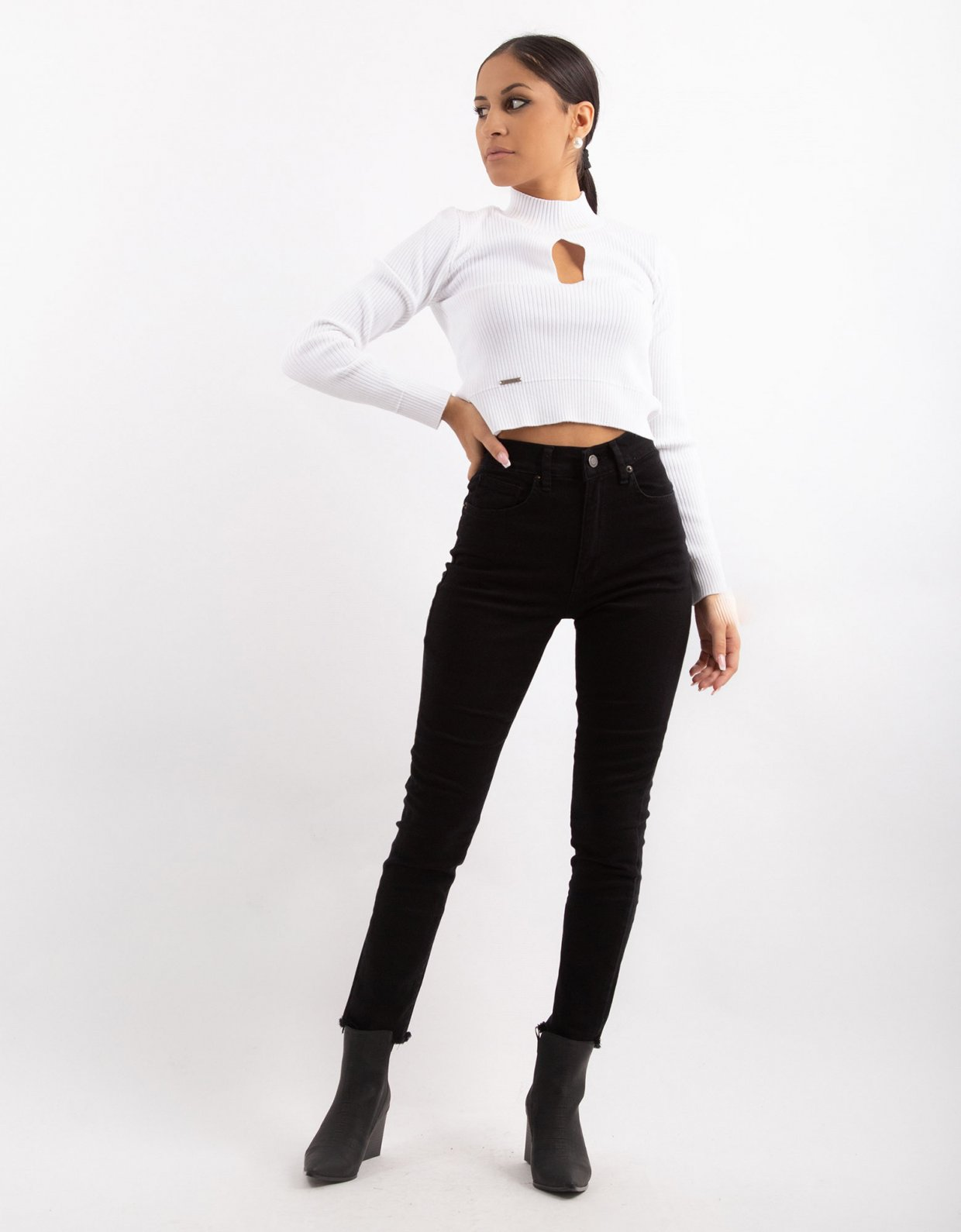 Combos Knitwear Combos W9 – White keyhole top