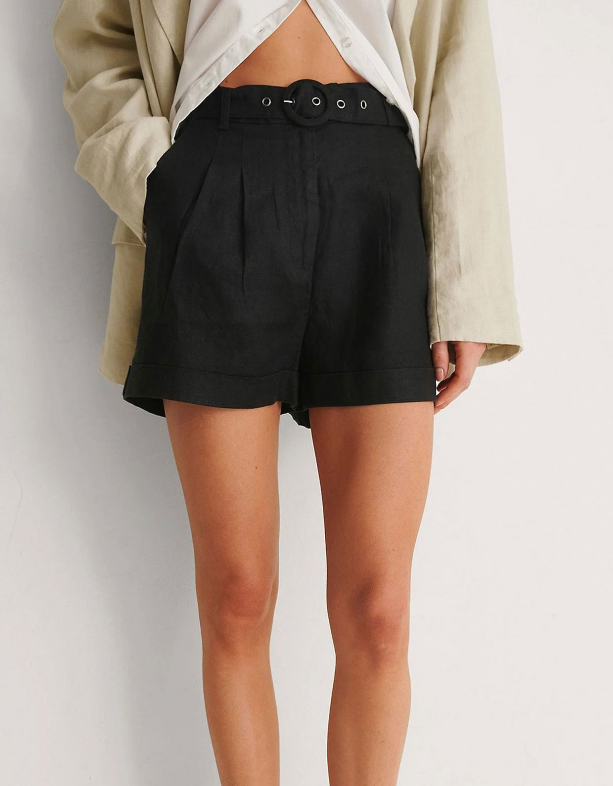 NA-KD Highwaist belted linen shorts black