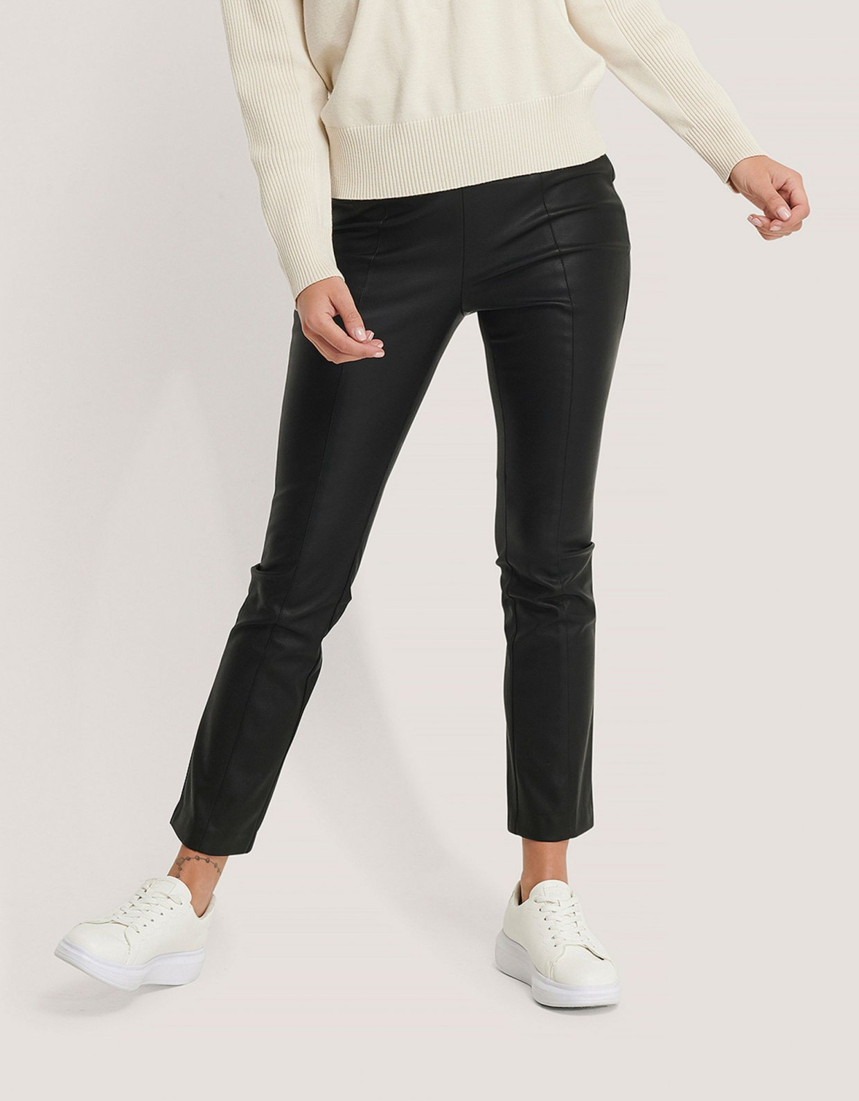 NA-KD Kick flare PU pants black