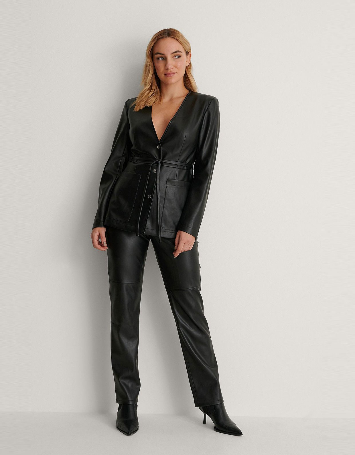 NA-KD Padded shoulder PU jacket black