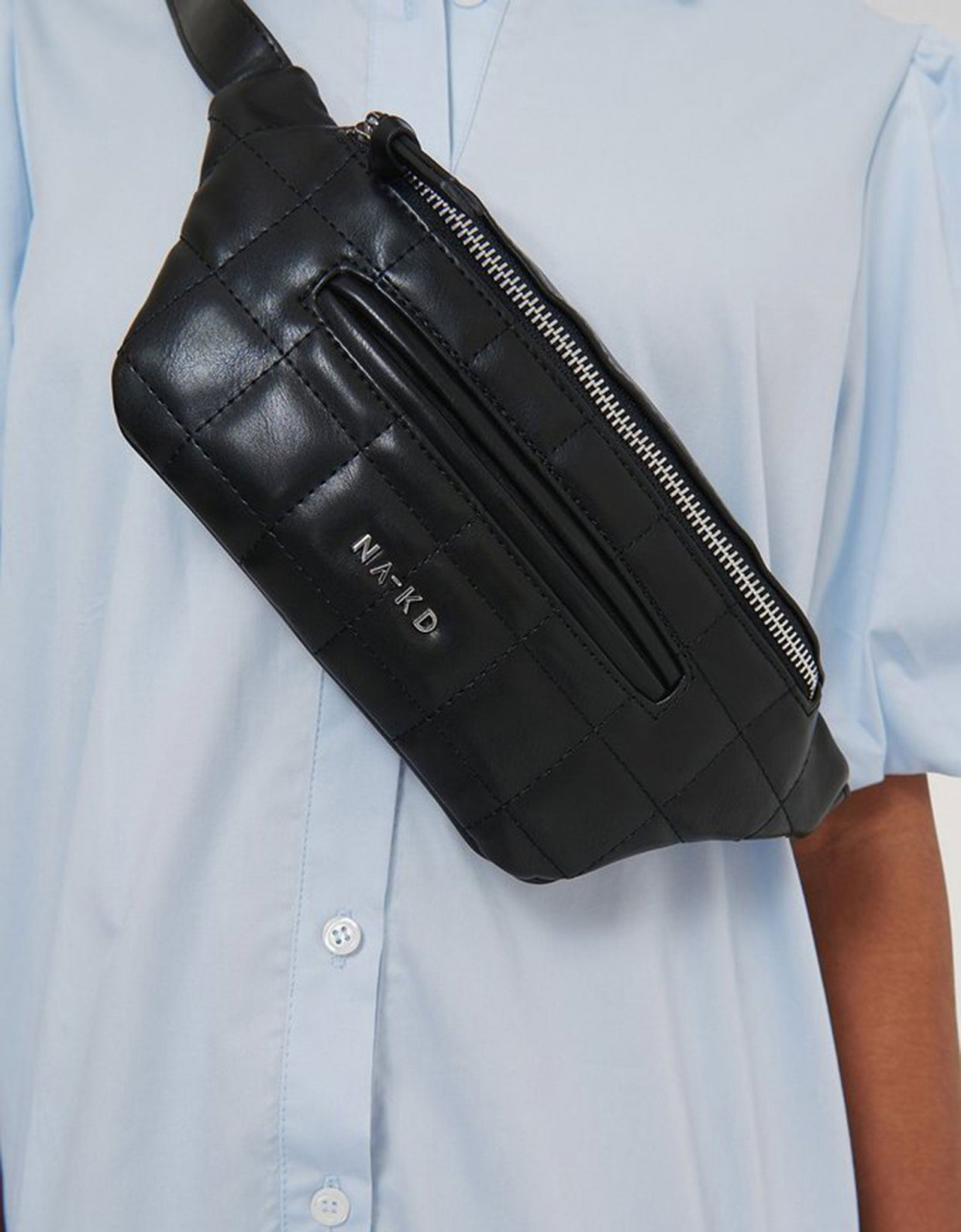 NA-KD Squared quilted fanny pack black