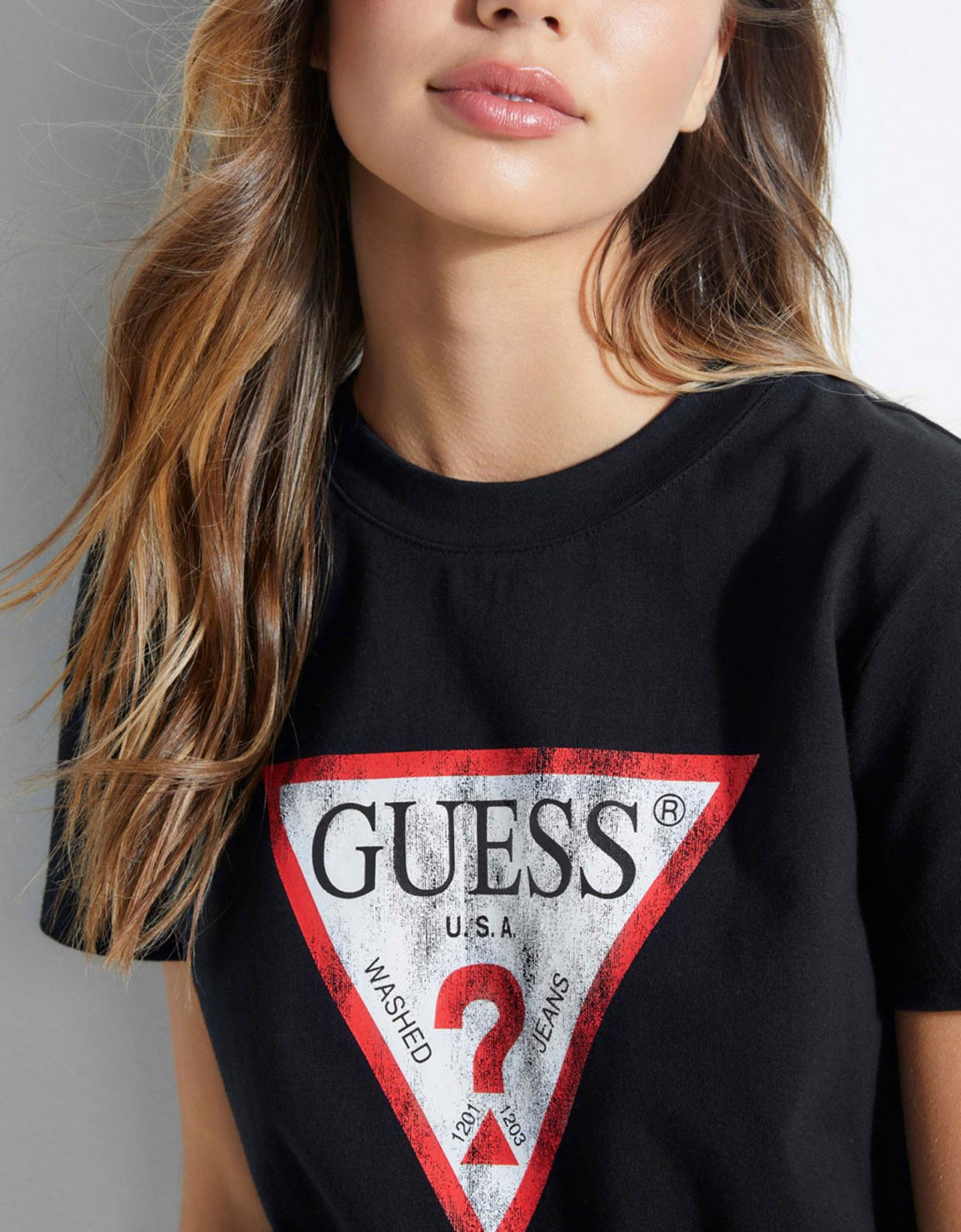 Guess Used-look triangle logo t-shirt black