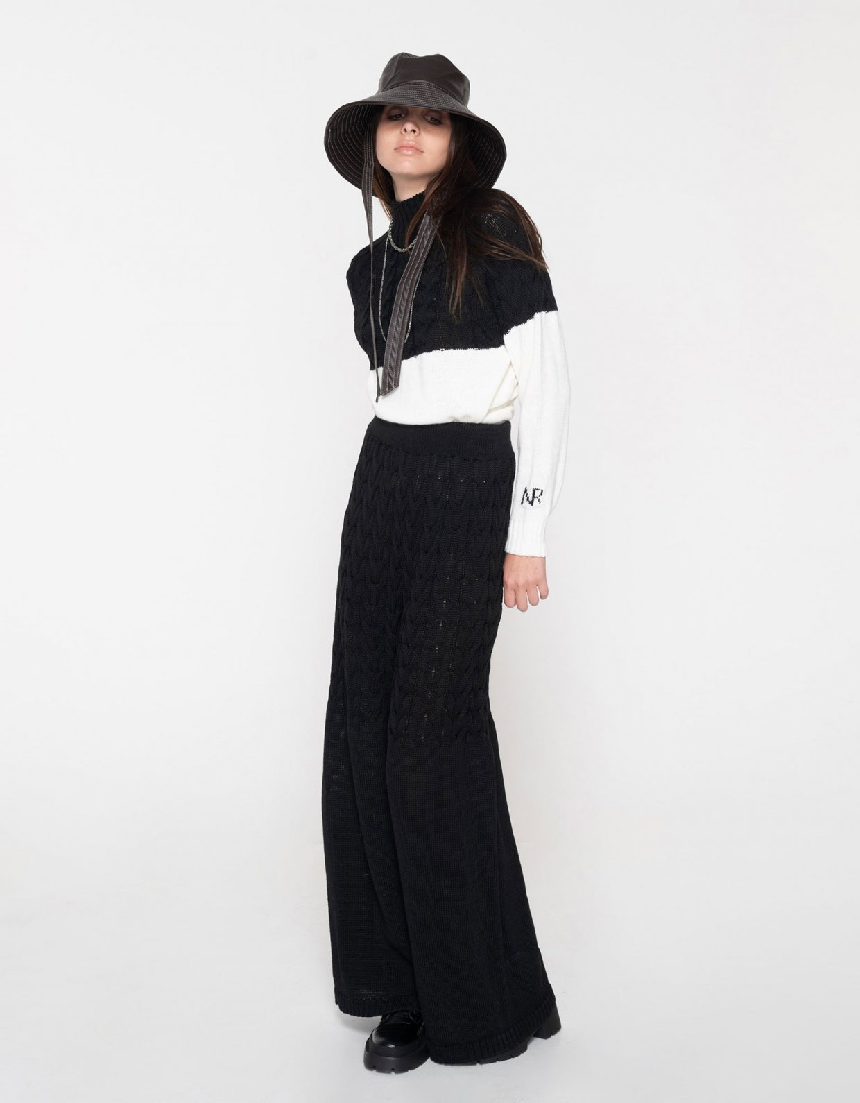 Nadia Rapti Offspring pants black