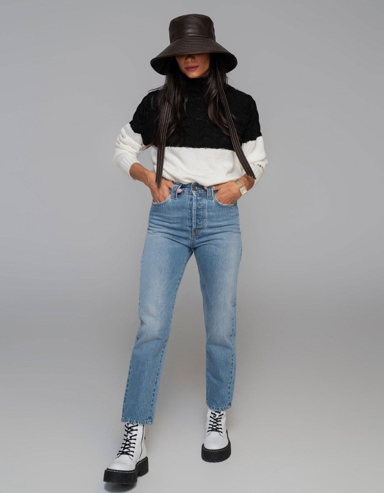 Nadia Rapti Bon Jovi blue jeans