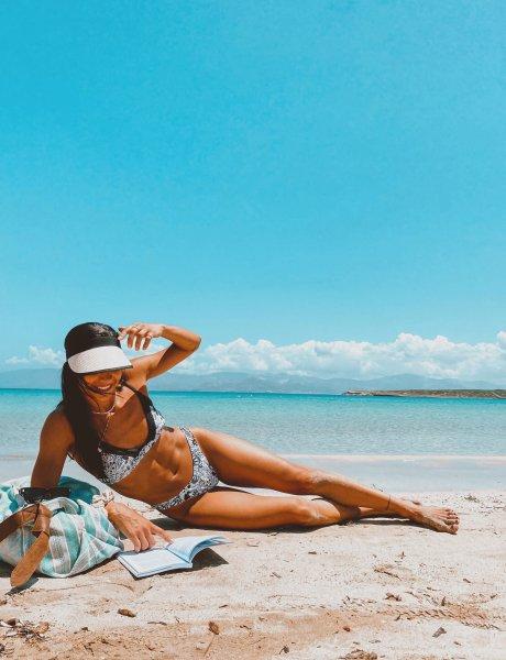 Grasse bikini B&W