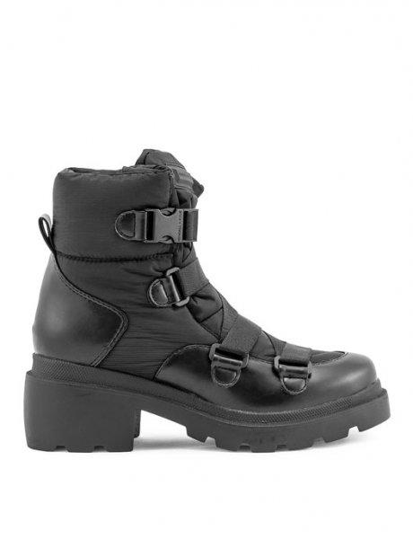 KK Riley black boots