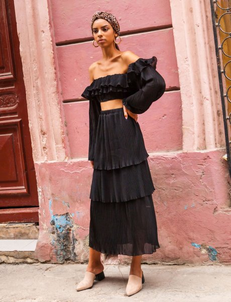 Guava pleated black skirt