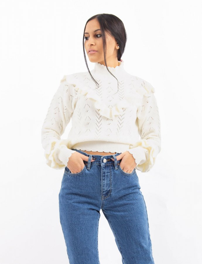 Combos W34 – White ruffled top