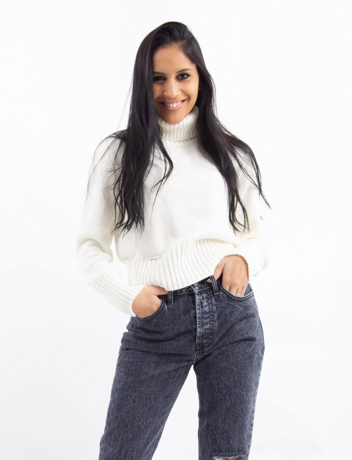 Combos W2 – White turtleneck top