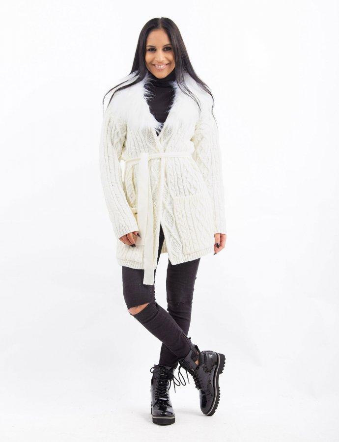 Combos W35 – White faux fur cardigan