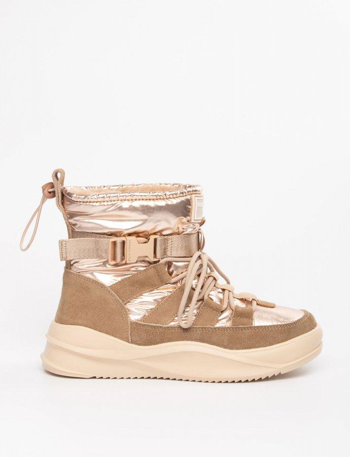Evor boots sand