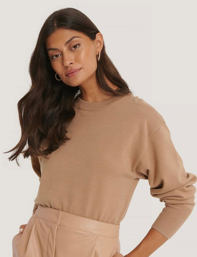 Shaped waist dolman sleeve sweater beige